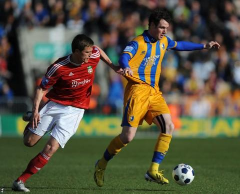 Wrexham striker Rob Ogleby battles for the ball with Mansfield's former Welsh under-21 international Lee Beevers on the final weekend of the Blue Square Bet Premier's regular season.