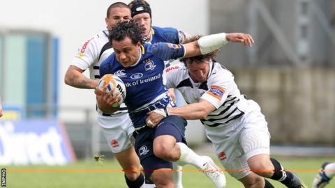 Leinster full-back Isa Nacewa is tackled by Mauro Bergamasco