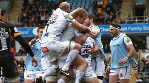 Exeter celebrate Damien Welch's try at Wasps