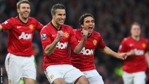Robin van Persie (second left)