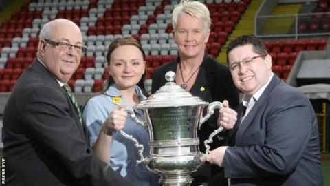 Marie Curie's Ann Hannon and Katarzyna Patynowska with Gerard Lawlor (Chairman of the Challenge Cup Committee) and Glentoran's Aubry Ralph
