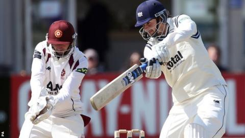 Alex Gidman batting against Northants