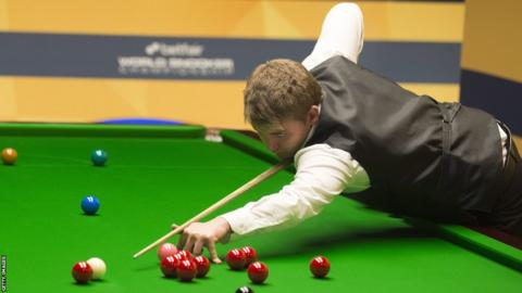 World Championship debutant Michael White beats Thailand's Dechawat Poomjaeng 13-3 to reach the quarter-finals at the Crucible in Sheffield
