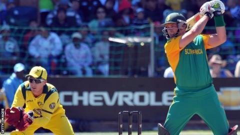Jacques Kallis laces the ball through the off side against Australia