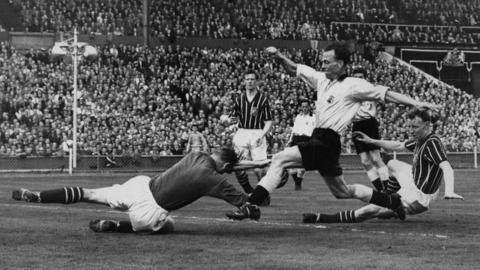 Bert Trautmann is injured in the 1956 FA Cup final