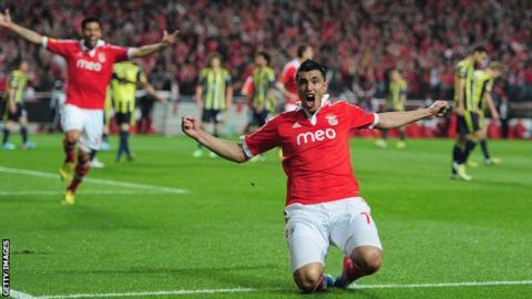 Benfica's Oscar Cardozo celebrates