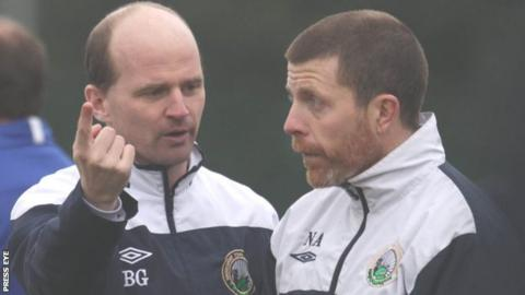 Warrenpoint manager Barry Gray (left)