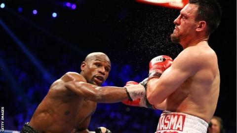 Floyd Mayweather hits Robert Guerrero