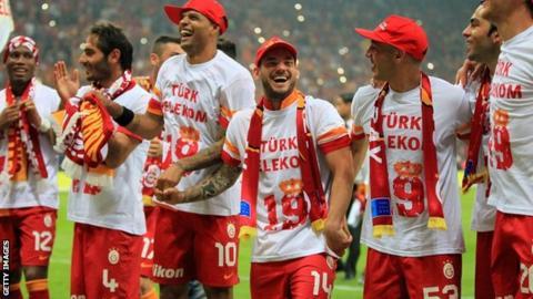Galatasaray players celebrate title