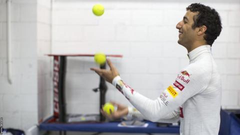 Daniel Ricciardo juggling
