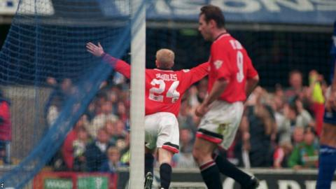 Paul Scholes scores against Ipswich in 1994