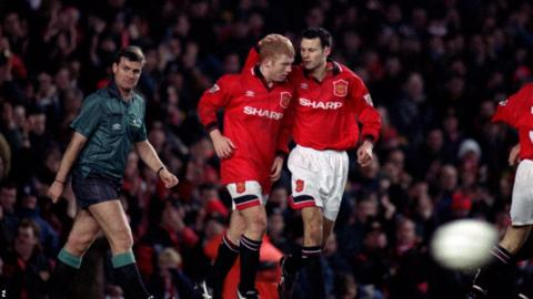 Paul Scholes (left) celebrates scoring against Coventry in 1995 with Ryan Giggs