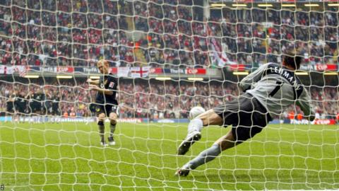 Paul Scholes misses his penalty against Arsenal during the 2005 FA Cup final at Wembley