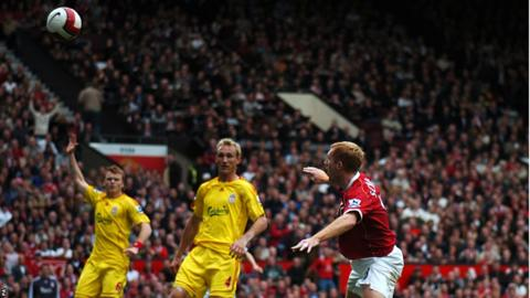 Manchester United's Paul Scholes marks his 500th appearance in the 2005-06 season with a goal against Liverpool