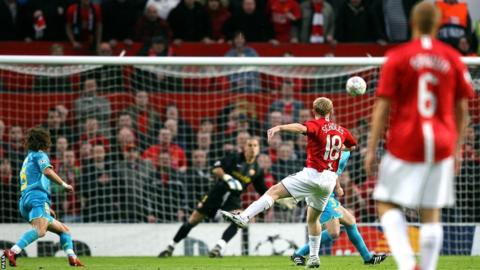 Paul Scholes (centre) scores the opening goal of the game against Barcelona in the 2008 Champions league semi-finals secong leg