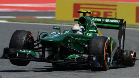 Guido Van Der Garde tries to drive on after losing a wheel.