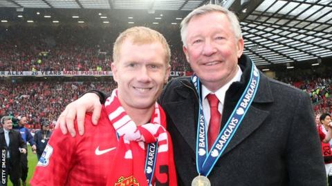 Paul Scholes (l) with Manchester United manager Sir Alex Ferguson