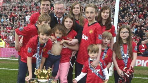 Sir Alex Ferguson with his grandchildren