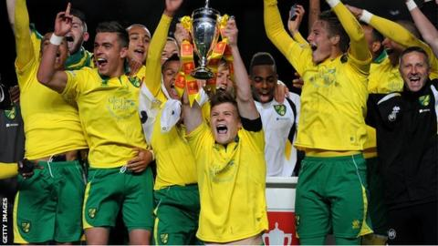 Norwich City U18s lift the FA Youth Cup