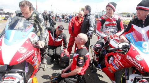 KMR Kawasaki team owner Ryan Farquahar sits between his riders Michael Rutter and Jeremy McWilliams ahead of Supertwins practice