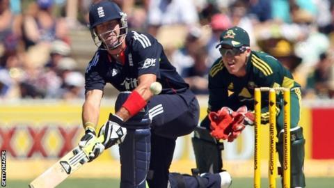 Kevin Pietersen and Brad Haddin in the Australia-England ODI series in 2011