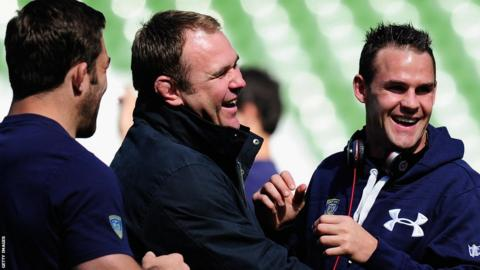 Former Wales captain Scott Quinnell shares a joke with Clermont Auvergne full-back Lee Byrne ahead of his Heineken Cup final appearance against Toulon in Dublin