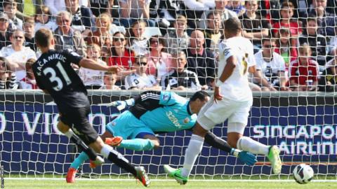 Alexander Kacaniklic of Fulham scores the opening goal during the Barclays Premier League match at Swansea City