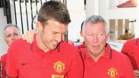 Michael Carrick (l) and Sir Alex Ferguson