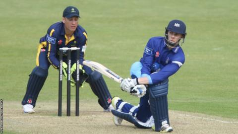 Glamorgan lose by seven runs in their Yorkshire Bank 40 game in Cardiff after Gloucestershire's Chris Dent hits 151 runs