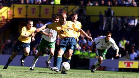 Henrik Larsson scores for Celtic against Hibernian in 2001