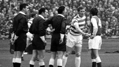 Celtic captain Billy McNeill shakes hands with Hibernian counterpart Pat Stanton ahead of the 1972 Scottish Cup final