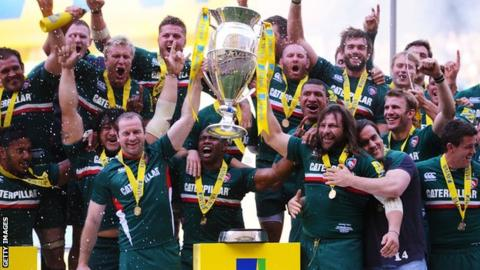 Leicester Tigers lift the Aviva Premiership trophy