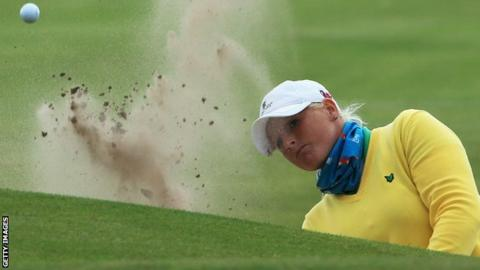 Holly Clyburn takes a shot from a bunker