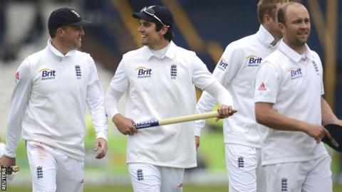 Graeme Swann (left) and skipper Alastair Cook celebrate England's 2-0 series victory over New Zealand