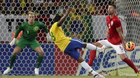 Paulinho scores