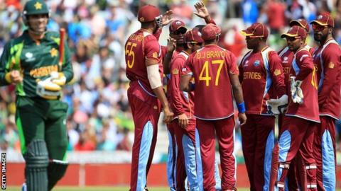 Misbah-ul-Haq walks off, while Denesh Ramdin looks on
