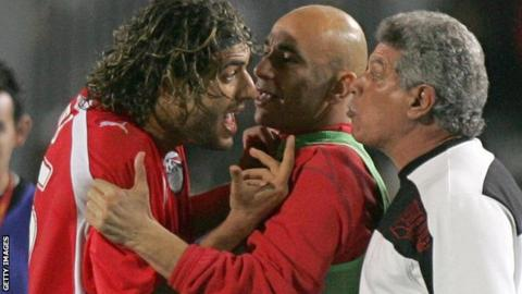 Mido argues with coach Hassan Shehata (right) during Egypt's 2006 Africa Cup of Nations semi-final