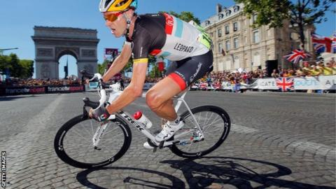 Jens Voigt rounds the Arc d'Triomphe on the Champs-Elysees on the final stage of the 2012 Tour de France