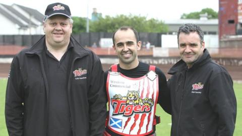 Glasgow Tigers signing Andre Compton with Tigers co-promoter Colin Hamilton (left) and team manager Sean Courtney