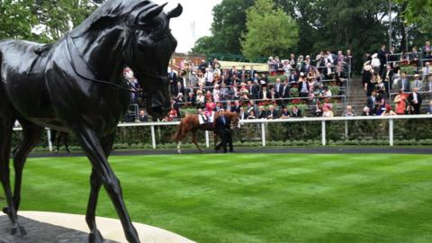 Yeats statue at Royal Ascot