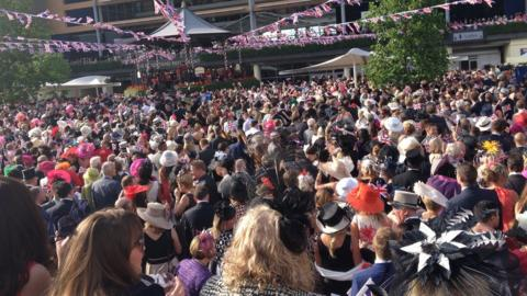 Royal Ascot racegoers gather to sing around the bandstand