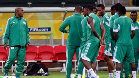 Stephen Keshi (left) oversees Nigeria training
