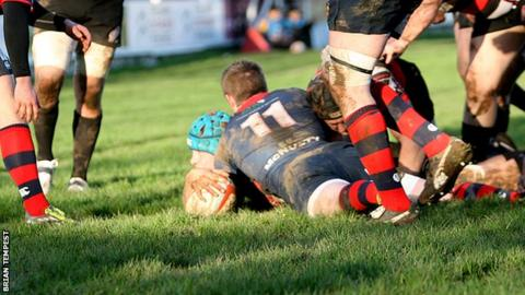 Darren Barry scores for the Cornish Pirates