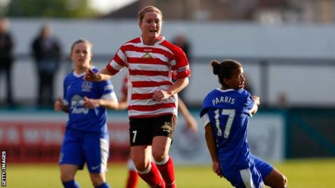 Nikita Parris (R) of Everton in action with Emma Thompson of Doncaster