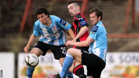 Bohemians' Karle Moore under pressure from Barry McNamee and Ryan McBride of Derry City