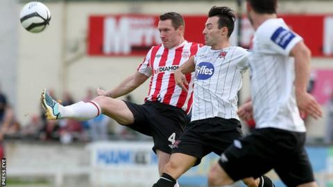Barry Molloy of Derry City and Dundalk's Richie Towell