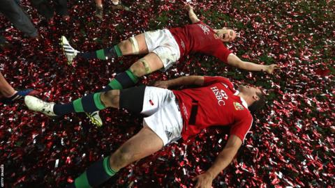 Alun Wyn Jones and Jamie Roberts get the party started by making tinsel angels on the Olympic Stadium pitch