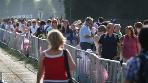 Queues outside Wimbledon