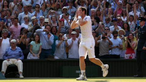Andy Murray beats Novak Djokovic at Wimbledon