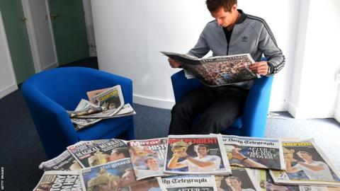 Andy Murray poses with newspapers